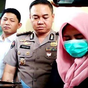 Ditreskrimsus Polda Jawa Timur menangkap seorang ibu rumah tangga yang diduga menyebarkan kabar bohong atau hoaks terkait virus corona (TribrataNews)
