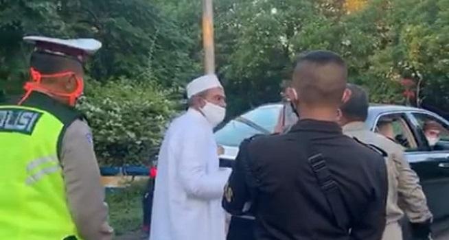Viral Video Abdullah Assegaf lawan petugas PSBB Surabaya Raya (Foto: Dok. Istimewa)