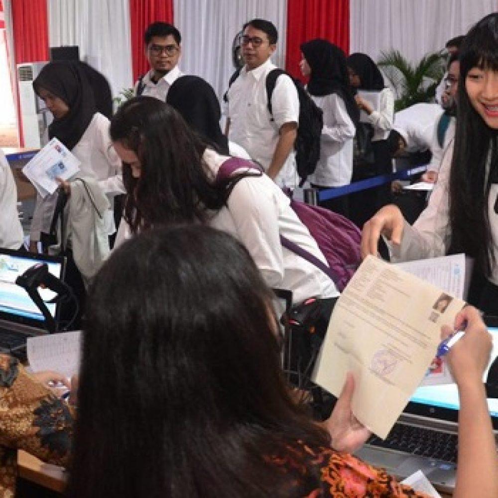 Para pelamar yang mengikuti Tes SKD CPNS Setkab dan Kemensetneg. (Foto: Dokumentasi Humas Setkab/Jay).