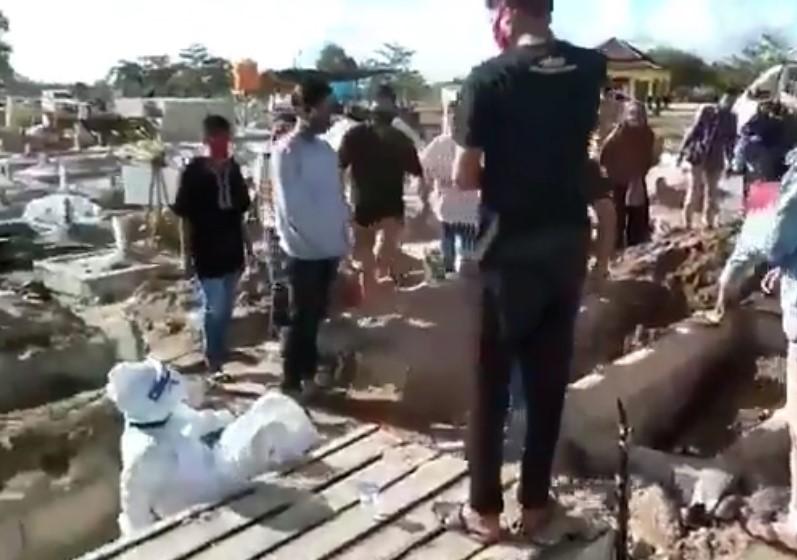Petugas pemakaman di dorong hingga terjatuh di Palangkaraya