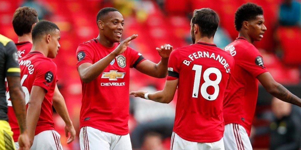 Selebrasi Martial dan Bruno Fernandes