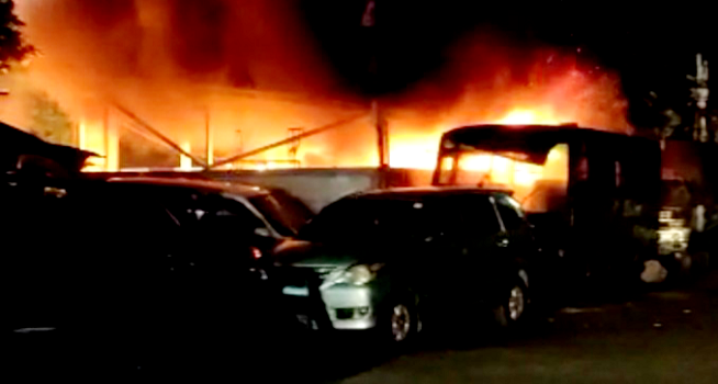 Polsek Ciracas, Jakarta Timur diserang sejumlah orang tak dikenal, Sabtu (29/08/2020 dini hari (Foto: TribrataNews)