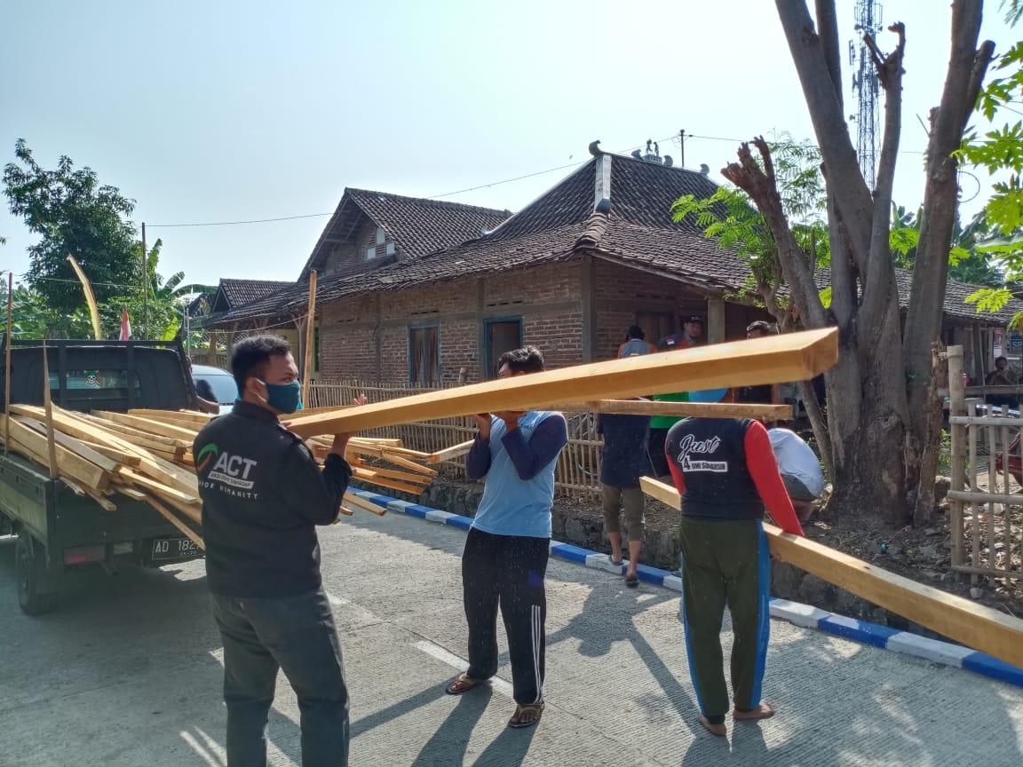 Rumah Maryani Hampir Roboh, ACT Solo Tergerak Bantu Renovasi