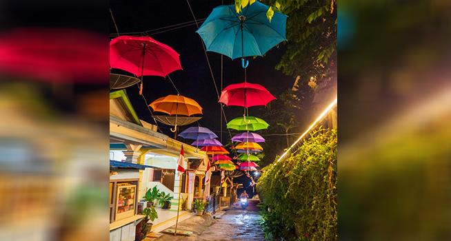 Kampung Warna-Warni Tigarihit di Parapat menjadi destinasi wisata baru bagi wisatawan yang menikmati keindahan alam Danau Toba, Sumatra Utara (Foto: kemenparekraf.go.id)