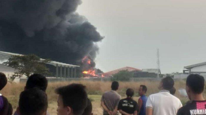 Kebakaran Hebat Pabrik PT Sari Guna Telukan Sukoharjo Belum Diketahui Penyebabnya