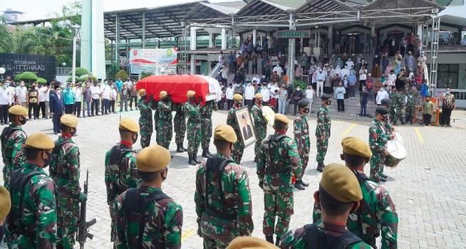Pemberangkatan jenazah Abdul Malik Fajar ke Taman Makam Pahlawan Kalibata (Foto: kemenag.go.id/Fkusuma)