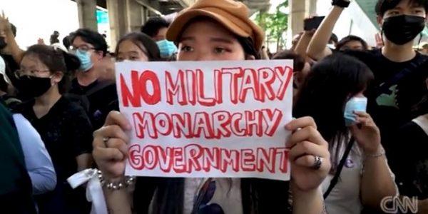 Aksi demonstrasi di Thailand, salah satunya menuntut pengunduran diri Perdana Menteri Thailand Prayut Chan-o-cha (CNN)
