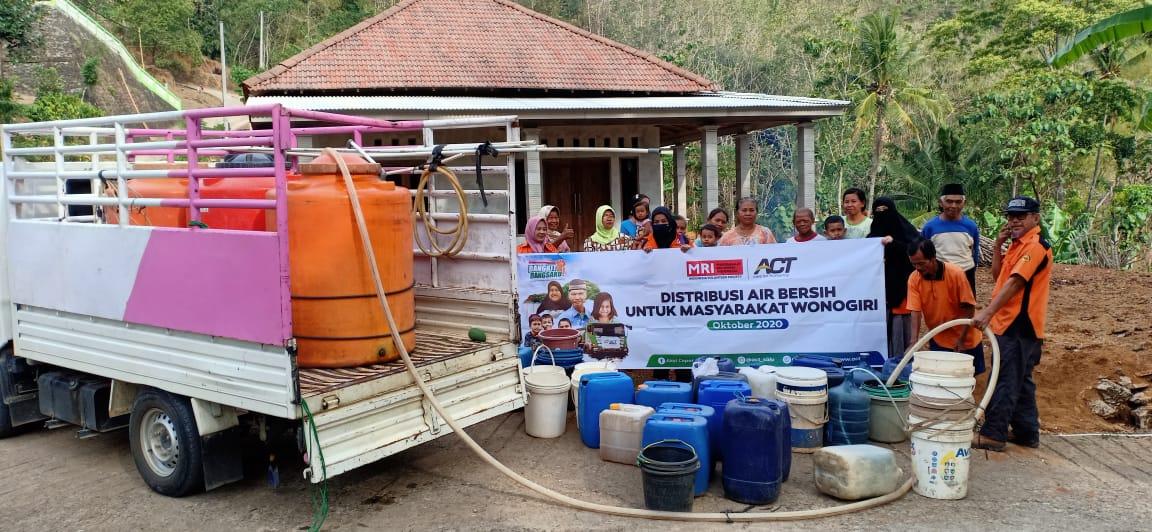 Tirtomoyo Masih Kekeringan, ACT Solo Terus Salurkan Bantuan Air Bersih
