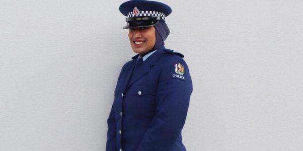 Kepolisian Selandia Baru memperkenalkan seragam hijab untuk menarik wanita muslim bergabung. (Foto: BBC/Instagram/New Zealand Police).