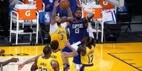 Los Angeles Lakers menjamu rival sekota Los Angeles Clippers dalam laga pembuka musim 2020-2021, Selasa (23/12/2020) malam waktu setempat (Foto: BBC/Reuters)