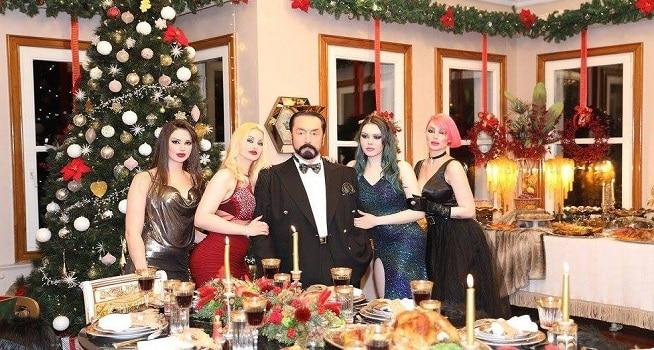 Harun Yahya dikelilingi para wanita cantik yang disebutnya sebagai anak kucing (Foto: BBC/A9 TV/Favebook)