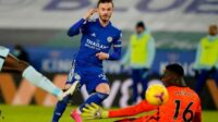 James Maddison saat mencetak gol ke gawang Chelsea yang dijaga Edouard Mendy (Foto: BBC/Getty Images)