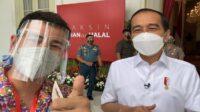 Raffi Ahmad bersama Presiden RI Joko Widodo (Jokowi) mendapatkan suntikan vaksin pertama (Foto: Instagram @raffinagita1717)
