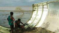 Serpihan roket China ditemukan di perairan Kumai, Kabupaten Kotawaringin Barat, Kalimantan Tengah (Dok. Istimewa/TribrataNews)