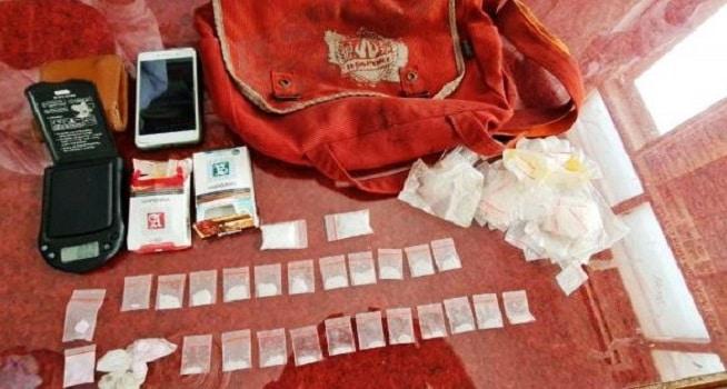 Personel gabungan Gugus Tugas Penanggulangan Covid-19 Provinsi Bengkulu menemukan beberapa paket narkotika jenis sabu dan inex berikut timbangan digital dalam tas pelajar SMK (Dok. Istimewa/TribrataNews)
