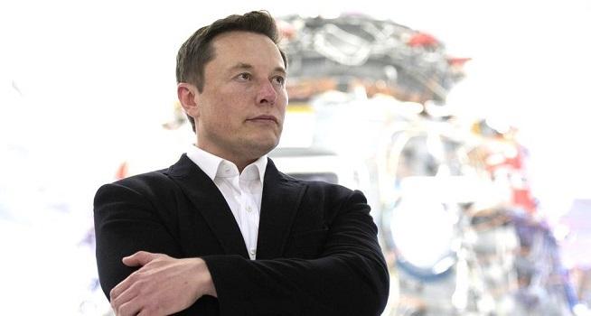 Elon Musk menjadi orang terkaya di dunia dengan kekayaan bersih mencapai lebih dari US$185 miliar atau sekira Rp2603 triliun (Foto: BBC/Getty Images)