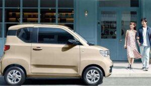 Sebuah kendaraan listrik (EV) murah mulai dipasarkan di Tiongkok dengan harga US$4500 atau setara Rp63 juta (Foto: BBC/Getty Images)