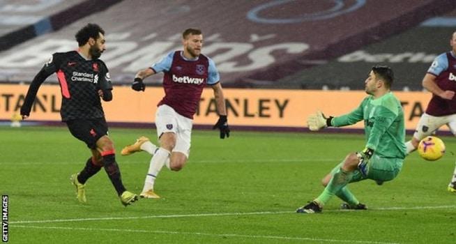 Mohamed Salah mencetak gol ke gawang West Ham United dalam lanjutan Liga Premier, Minggu (01/02/2021) malam WIB