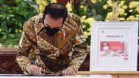 Presiden RI Joko Widodo (Jokowi) meluncurkan Program Konektivitas Digital 2021 dan Prangko Seri Gerakan Vaksinasi Nasional Covid-19, Jumat (26/02/2021) di Istana Negara, Jakarta. (Foto: Humas Setkab/Jay)