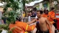 Screenshot rekaman video aksi keributan warga dengan petugas pemadam kebakaran (Damkar). (Dok. Instagram @news_kalimantan)