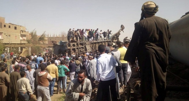Kecelakaan maut kereta api di Mesir memakan banyak korban jiwa, Jumat (26/03/2021). (Foto: BBC/EPA)