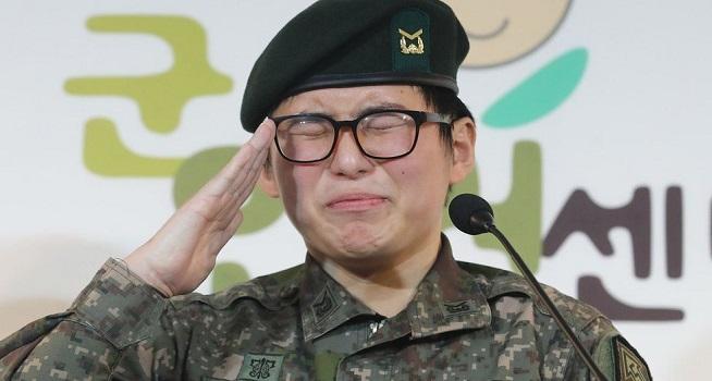 Byun Hee-soo, prajurit transgender pertama Korea Selatan (Korsel) yang diberhentikan dari militer (Foto: BBC/AFP)