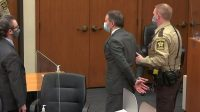 Derek Chauvin diborgol setelah juri memutuskan dirinya bersalah atas kematian George Floyd (Foto: BBC/Reuters)