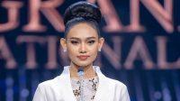 Han Lay, Miss Grand Myanmar, angkat bicara di depan publik pekan lalu, menentang kekerasan militer negaranya (Foto: BBC/Miss Grand International)