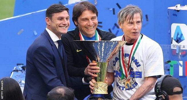 Antonio Conte (tengah) telah memenangkan gelar liga domestik bersama Juventus, Chelsea dan Inter Milan (Foto: BBC/Getty Images)