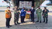 Bantuan ventilator dan oksigen dari Singapura tiba di Indonesia, Jumat (09/07/2021). (Foto: Humas Kemenkes)